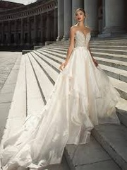 Beautiful and Contemporary bridal gown in Berkshire